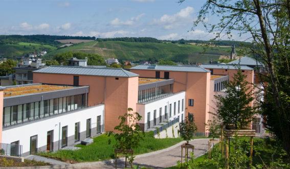 Gebäudeansicht der Klinik Niederrhein in Bad Neuenahr